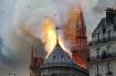 Đám cháy dữ dội bao phủ Nhà thờ Đức Bà Paris, đỉnh tháp 850 năm tuổi sụp đổ