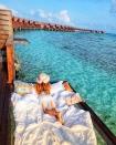 Góc ngược đời: Ngày xưa thì tranh nhau ở resort 5 sao nhưng giờ ai đi Maldives cũng đòi... ra giữa biển ngủ!