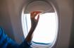 Sự thật: hành khách luôn phải mở cửa sổ máy bay khi cất cánh hoặc hạ cánh, đã bao giờ bạn tự hỏi vì sao chưa?