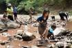 Ngôi trường dạy học sinh ra sông bắt cá, vào rừng sinh tồn