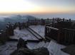 """Xuất hiện băng tuyết phủ trắng đỉnh Fansipan, dân tình rục rịch kéo nhau cuối năm lên Sa Pa """"săn"""" tuyết rơi"""